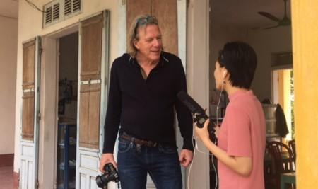 Giảng viên Trường INSAS, Vương Quốc Bỉ: GS. Robert Rombout hướng dẫn sinh viên lớp Đạo diễn Điện ảnh – Truyền hình chất lượng cao quay bài tập tiền tốt nghiệp tại Nam Định